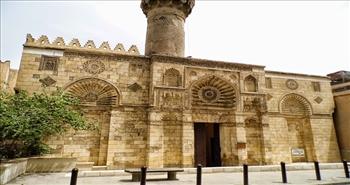 بالفيديو.. مسجد الأقمر.. تحفة معمارية في قلب حارة النحاسين