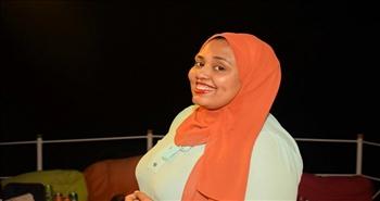 «حرف بيرسم ضحكة».. تمرد فتاة أسوانية على أمية مجتمع